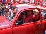 Chávez luego de registrar su aplicación para integrar el Partido Socialista Unido de Venezuela, en Caracas, el 5 de mayo de 2007. Foto: Presidencia
