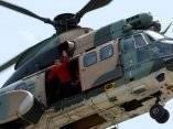 Chávez saluda a sus seguidores desde un helicóptero al llegar a un acto en La Guaira, el 21 de junio de 2007. Foto: Presidencia