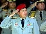 El presidente de Venezuela Hugo Chávez (C), escucha el himno nacional junto al alto mando militar durante un desfile civico militar conmemorativo de los 187 años de la batalla de La Victoria, en la ciudad que lleva su nombre, en Aragua, 80 kms al este de Caracas, el 12 de febrero de 2001. En esta fecha se celebra el Día Nacional de la Juventud en conmemoración de la participación de jóvenes en dicho combate. Foto: Juan Barreto