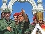 Chávez y Fidel Castro el 29 de octubre de 2000, durante una visita del líder cubano al Campo de Carabobo. AFP Foto: Adalberto Roque