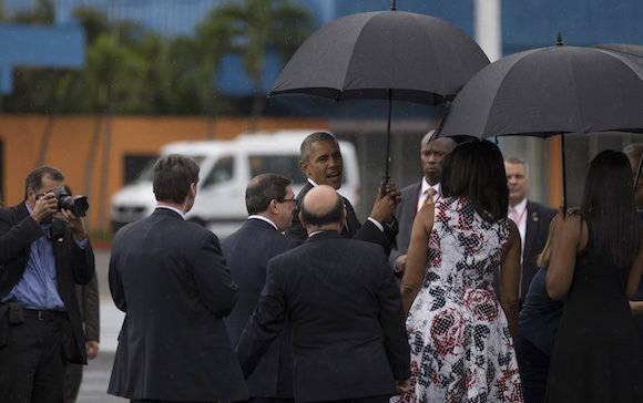 Decenas de congresistas estadounidenses acompañan periplo de Obama