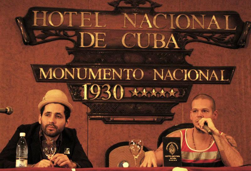 Calle 13 en conferencia de prensa en el Hotel Nacional de Cuba durante su visita a La Habana. Foto Cubadebate.