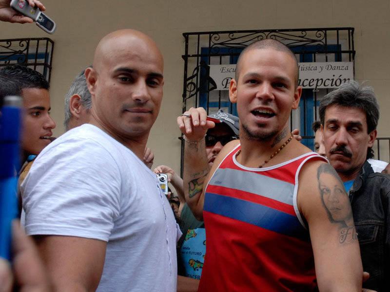 Residente Calle 13 durante visita a Escuela de Música Paulita Concepción en La Habana, Cuba