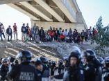 caravana-migrante-en-frontera-david-guzman-efe
