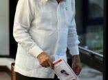 El presidente cubano Raul Castro, votando, por el nuevo Comite Central del Partido Comunista de Cuba