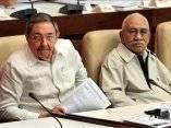 Raúl Castro y el Comandante de la Revolución Juan Almeida Bosque, durante sesión de la Asamblea Nacional, 2008 (Foto: Alejandro Ernesto, EFE)