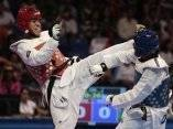 EL cubano Frank Ismael Diaz, (rojo), obtiene la primera medalla (bronce) de la delegacion cubana en el Taekwondo.