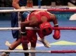 roniel-iglesias-azul-gano-la-semifinal-del-boxeo-en-los-64-kg-su-rival-el-brasileno-everton-lopez-casi-sale-entre-las-cuerdas-foto-ismael-francisco.jpg