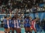 Las cubanas se despiden del publico mexicano que las apoyo todo el tiempo, tras caer ante Brasil 3 set por 2, en la final de los panamericanos.