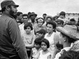 Fidel Castro en Pinar del Río, luego del paso de un ciclón, octubre de 1964