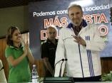 Fidel Castro con estudiantes universitarios. Roberto Chile.jpg