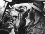 fidel-visita-a-mayari-holguin-para-hablar-con-delegados-al-festiva-de-la-juventud-y-los-estudiantes-en-1965