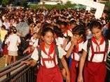 A las aulas pioneros de Pinar del Río