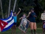 Personas en las calles dando la bienvenida a los Medicos que regresaban de Italia,Foto: Ismael Francisco/ Cubadebate