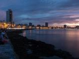 El Malecón se extiende a lo largo de la costa norte de la capital por 8 kilómetros. Foto: Abel Padrón Padilla/Cubadebate