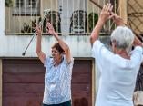 Abuelas realizan ejercicios matutinos. Foto: Abel Padrón Padilla/Cubadebate
