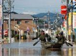militares-en-bote-japon-lluvias-reuters