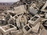 toneladas-literalmente-de-la-electronica-rotas-terminan-en-los-paises-en-desarrollo-y-son-despojados-de-metales-preciosos-mediante-el-uso-de-sustancias-letales
