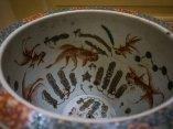 Detalle interior de una pecera de porcelana China del siglo XIX. Foto: Irene Pérez/ Cubadebate.