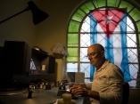 Joaquín Placeres Gómez trabaja en el archivo desde 1991. Foto: Irene Pérez/ Cubadebate.