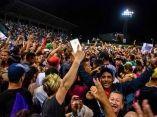 CUBA- LA AFICIÓN TUNERA CELEBRA CON LOS LEÑADORES TRAS VICTORI