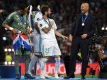zinedine-zidane-celebra-junto-a-sus-jugadores-la-final-de-la-champions-league-isco-afp