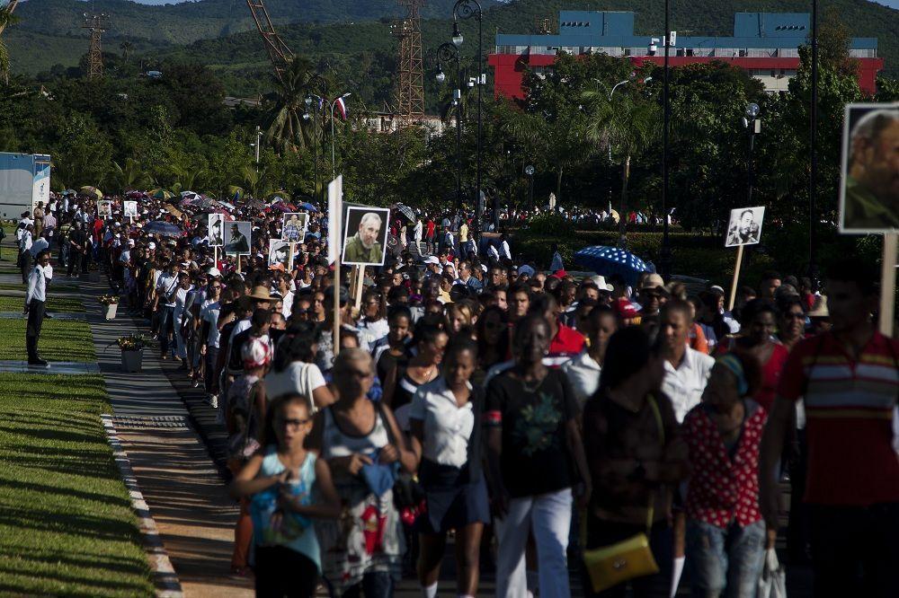 Santa Ifigenia se llena de tributos para Fidel. Foto: Fernando Medina / Cubahora