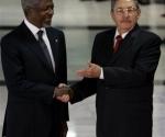 Kofi Annan, secretario general de la ONU, y Raul Castro, en La Habana. (Foto: AP)