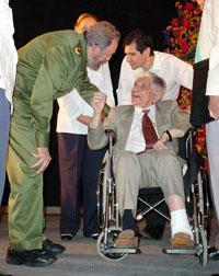Fidel saludó a Roa Bastos en su visita a La Habana