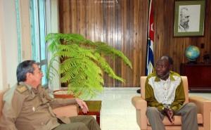 Encuentro de Raúl Castro con Kundy Pahiama, el Ministro de Defensa de Angola