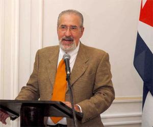 Atilio Borón, recibe premio José Martí