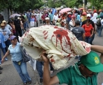 Manifestantes pro Zelaya rinden homenaje a joven asesinado en Honduras