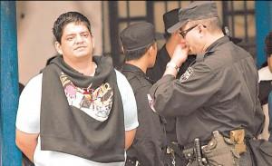 """Francisco Antonio """"El Panzón"""" Chávez Abarca (en la imagen), el pandillero salvadoreño quién actuó de brazo derecho del terrorista internacional Luis Posada Carriles en la serie de atentados que provocó en La Habana en 1997, se encuentra en Honduras, donde se beneficia de la protección de cómplices en el aparato policiaco.   Lo aseguran abogados salvadoreños que fueron vinculados al caso del delincuente en el periodo de algo más de dos años donde fue enjuiciado por haber dirigido una red de robacarros que extendía sus operaciones a Guatemala y Honduras."""