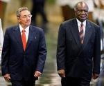 Raúl y Hifikepunye Lucas Pohamba en La Habana, en febrero de 2009. Foto: AFP, Archivo.