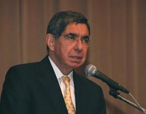 La defección de Óscar Arias
