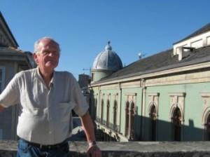 Alfredo Gabela llegó a Galicia hace dos semanas y desde entonces recorre los lugares que conoció su madre.