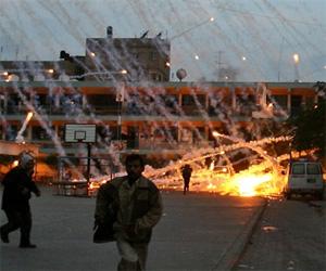 BEIT LAHIA, Franja de Gaza. Bombas israelíes caen sobre un colegio utilizado como refugio de la ONU para civiles.  (www.eluniverso.com)