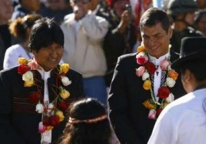Evo y Correa en la ceremonia. Foto: Reuters