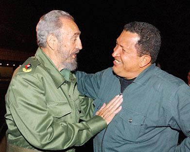 """""""Hasta cuándo vamos a ser nosotros la periferia atrasada, explotada y mancillada. Estamos poniendo aquí la piedra fundamental de la unidad, la independencia y el desarrollo sudamericano. Vacilar sería perdernos. Avancemos sin vacilación, que este es el camino. La unidad, la unidad, la unidad. Solo la unidad nos hará libres, independientes"""" Hugo Chávez (1954-2013) """"Ha llegado el momento de cumplir con hechos y no con palabras la voluntad de quienes soñaron un día para nuestros pueblos una gran patria común que fuese acreedora al respeto y al reconocimiento universal"""" Fidel Castro Ruz (1926-) (Foto: Archivo de Cubadebate)"""