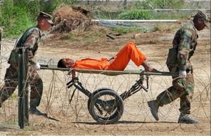 Un preso de origen afgano, en Guantánamo. 2002