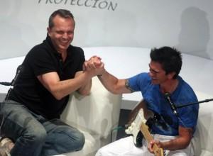 Miguel Bosé y Juanes, en enero, en el Festival Hay de Cartagena.Foto: Reuters.
