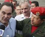 Oliver Stone y Hugo Chávez, en Caracas.