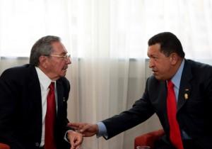 Raúl y Chávez este lunes en Ecuador. (Foto: Prensa Presidencial, Venezuela)