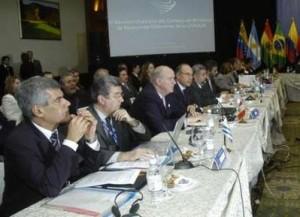 Ministros de Relaciones Exteriores de la Unión de Naciones de Suramérica, reunidos en Quito el 9 de agosto de 2009. Foto: Reuters)