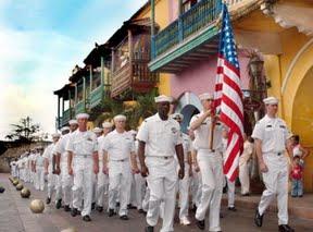 Colombia - Marineros del buque estadounidense USS Underwood (FFG 36) marchan por las calles de Cartagena durante un ejercicio. / Autor: Charles Ordoqui - US NAVY.