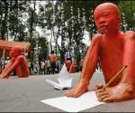 Esculturas realizadas por estudiantes vietnamitas para recordar la atrocidad del agente naranja utilizado por las tropas norteamericanas.