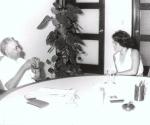 El Comandante Juan Almeida Bosque conversa con la periodista Lil Rodríguez. Foto Cortesía de la autora