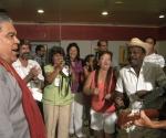 Danny Rivera es recibido por músicos cubanos