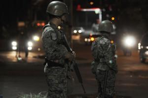 El Gobierno de facto de Honduras, con un brutal Decreto, ha suspendido hoy por 45 días las garantías constitucionales más básica en Honduras. FOTO: AFP PHOTO/ Franklin RIVERA