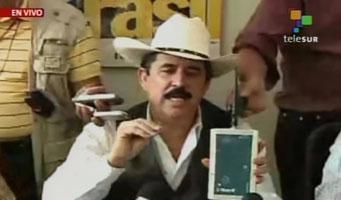 El Presidente Constitucional de Honduras, Manuel Zelaya en conferencia de prensa. Foto: Cortesía Telesur